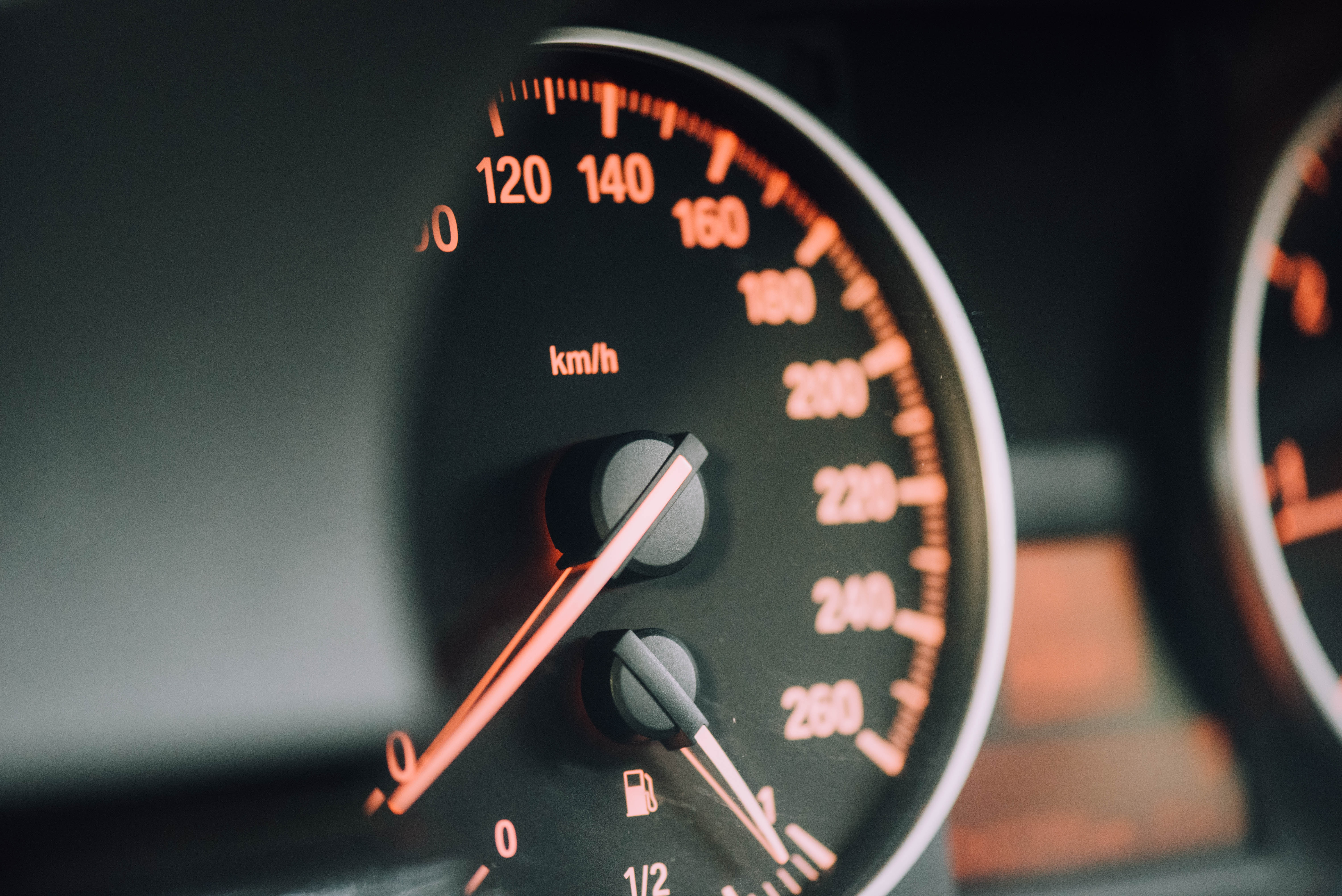 CLM research: Polarized opinions emerge about European speed limiting technology